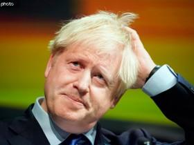 约翰逊缺席辩论会英媒摆冰雕 保守党不满:挑衅行为