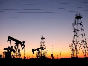 油价有望录得有史以来最佳单月表现 但前景仍然充满了不确定性