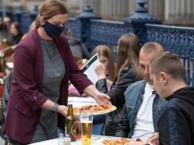 英国出台刺激措施:去餐厅吃饭一律打五折