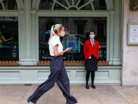 英格兰所有商店将强制顾客戴口罩 违者罚款100英镑